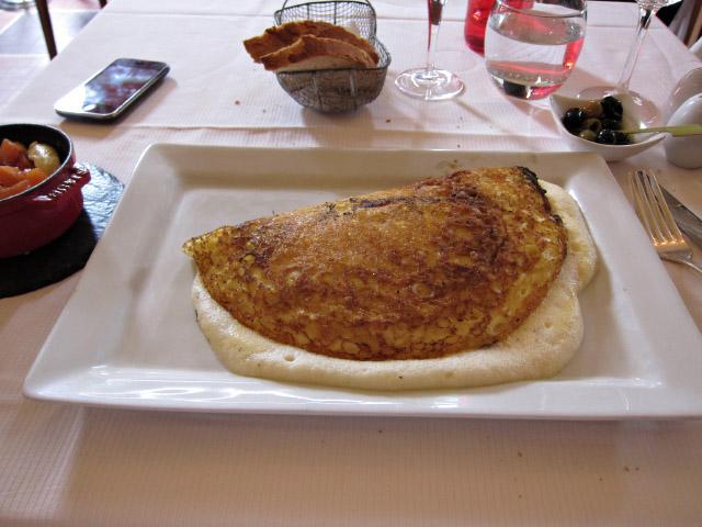 Timoth e rolin restaurant la m re poulard mont saint michel la sp cialit de la maison l - Omelette de la mere poulard ...